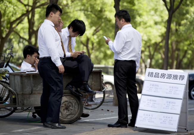 在中國推行移民項目的多是各類中介。(本報檔案照)