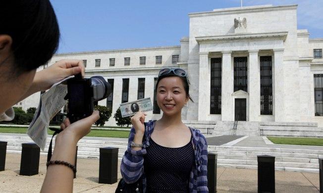 律師認為,移民局提高投資移民資金額對中國申請人沒有影響。(Getty Images)