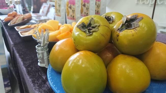 柿子開始進入盛產季,醫生提醒別吃太多。(記者卜敏正/攝影)