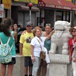 2石獅回華埠 落腳菲利普廣場再擔守護重任