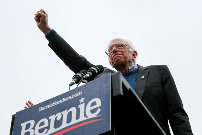 川普彈劾案的發展,影響民主黨問鼎白宮的機率。圖為爭取提名的國會參議員桑德斯。(路透)