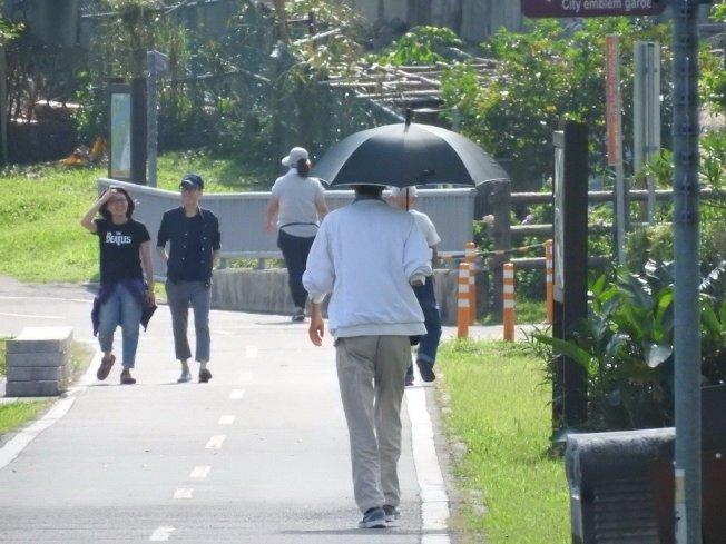 散步。 本報系資料照片