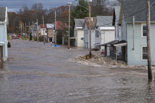 紐約州多爾吉維爾(Dolgeville),有幾百人被迫撤離。(紐約州長辦公室)