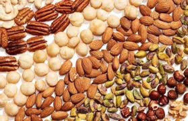杏仁、核桃等坚果与椰子油,对皮肤与头发毛囊来说都是天然的滋润成分,同时保湿毛干,保持头发光泽。(取自脸书)