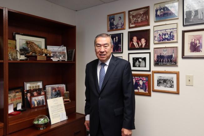 曾為市警首位亞裔副局長,莫虎牽頭成立市警亞裔警官協會。(記者張晨/攝影)