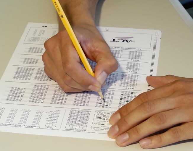 學生參加ACT模擬考試。(ACT委員會提供)