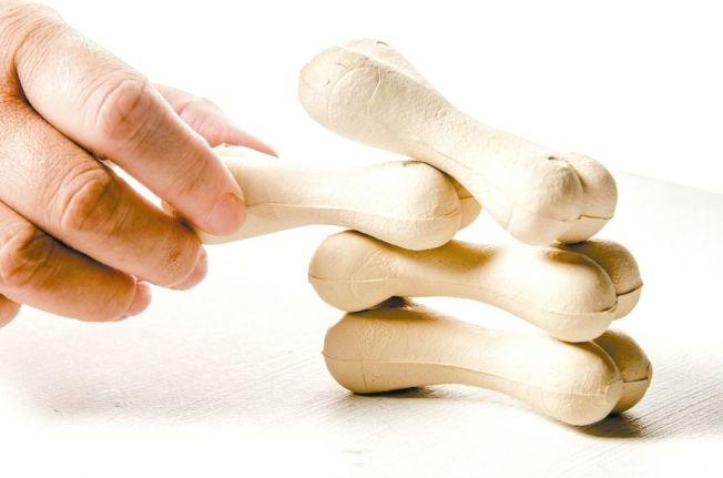 多步行有助強健關節周圍的肌肉。(本報資料照片)