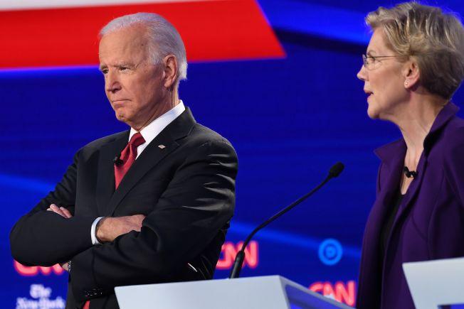 在最早舉行初選的愛阿華州,參議員華倫(右)在民主黨內領先,前副總統白登則落居第四。(Getty Images)