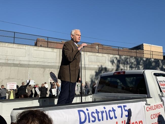 霍頓2日上午出席集會遊行,反對遊民收容所入社區。(本報記者/攝影)