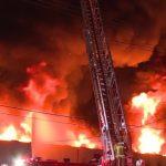 北好萊塢道具公司深夜失火 波及鄰樓