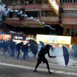 香港示威者火燒新華社 黑衣蒙面打砸 挑戰北京底線