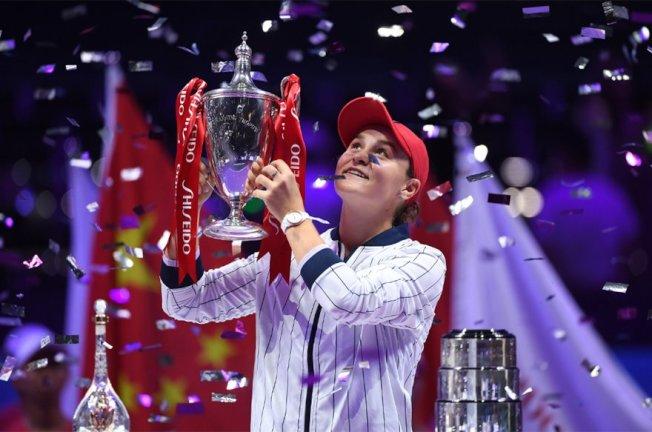 來自澳洲的世界球后巴蒂以6比4、6比3擊敗烏克蘭女網好手絲薇托莉娜,在WTA年終總決賽奪冠 新華社