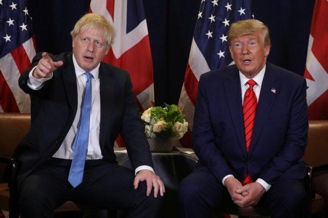 強生(左)3日稱川普對脫歐協議看法明顯錯誤。圖為兩人在今年聯合國大會場邊見面情形。(路透)