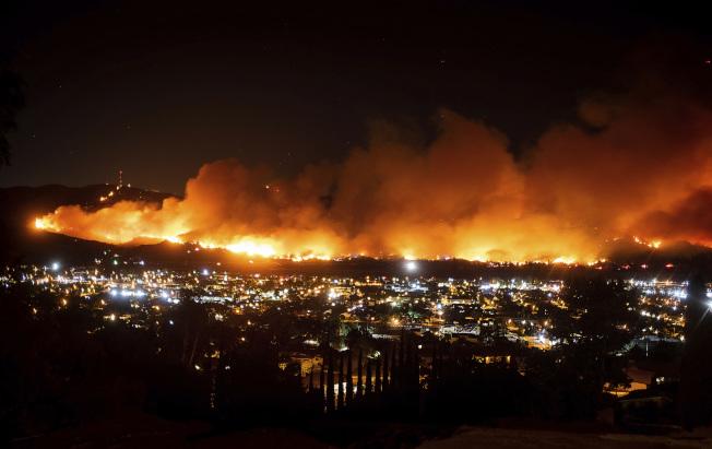 加州野火肆虐,保險局長拉洛(Ricardo Lara)14日下令,2020年公平保險計畫將提高投保金額,並改成綜合保險。(美聯社)