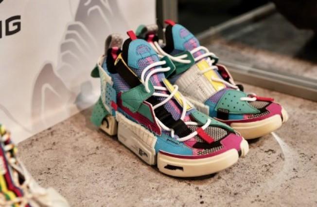 李寧限量款BADFIVE鞋在年度「潮人展」上十分吸睛。(記者馬雲/攝影)