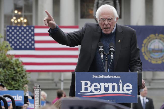 民主黨總統參選人桑德斯,稱他的健保計畫比華倫的健保計畫更進步。 (美聯社)