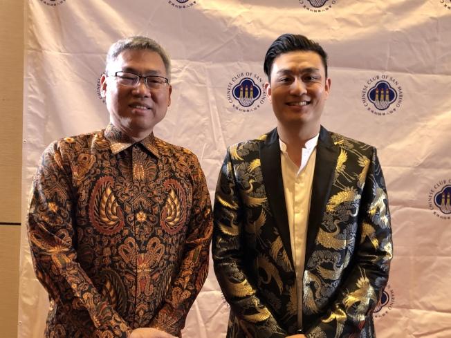 聖瑪利諾華人協會現任會長周正烜(左)和明年新會長周書揚。(記者王若然/攝影)