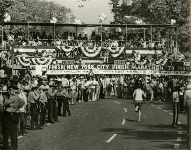 美國華人博物館館藏、首屆紐約馬拉松比賽照片。(美國華人博物館提供)