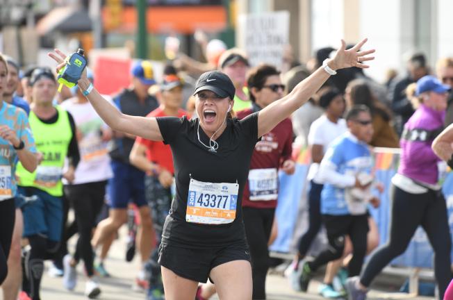 第49屆紐約馬拉松3日開跑,吸引5萬2000多名跑者參加。(許振輝/攝影)