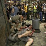 香港驚悚濺血 區議員耳朵遭咬斷