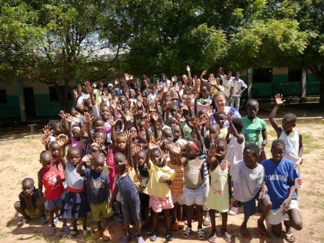 新校園裡的部分孤兒。(作者提供)