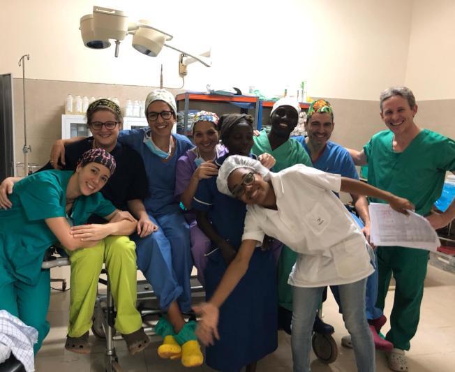 國外醫療隊在孤兒院附屬醫院手術室。(作者提供)