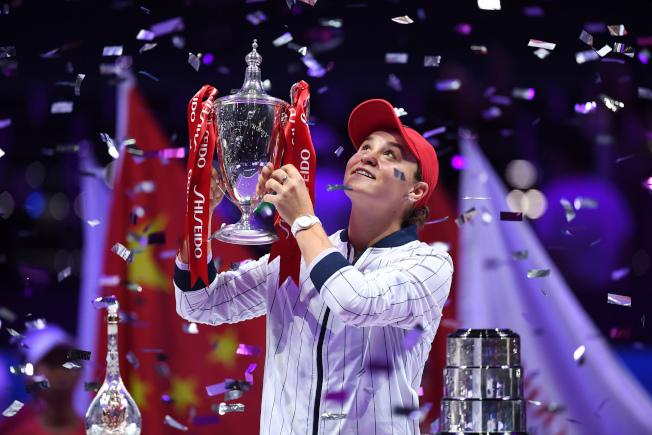 芭蒂贏得WTA年終賽女單冠軍。(新華社)