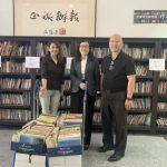 書贈有緣人 蒙市市長夫婦500本藏書捐世報
