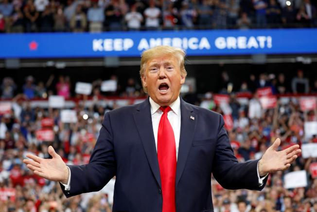 川普總統4日在肯塔基州批評民主黨人,並呼籲選民抵制民主黨。(路透)