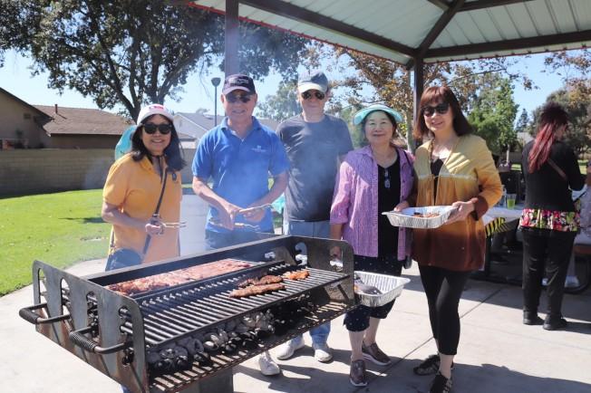 師範大學校友會日前在喜瑞都Heritage Park舉行烤肉活動。(師大校友會提供)