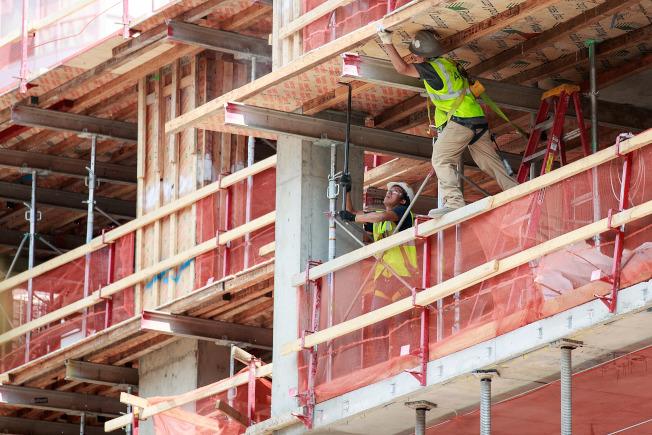 建築行業是工作機會廣泛、薪酬高的職業,然而多數家長都不願意子女投身這個行業。(Getty Images)