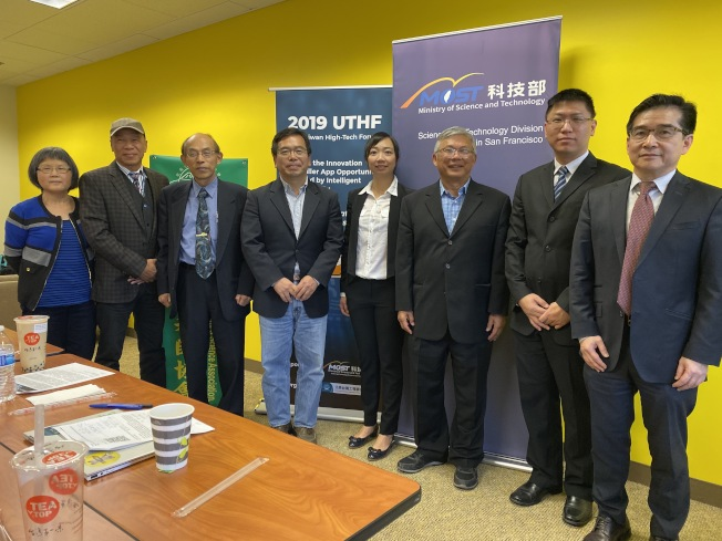 北美台灣工程師協會將舉辦台美高科技論壇,聚焦5G。會場設立專區,讓參加者體驗5G的不同。(記者李榮/攝影)