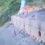 男子跌入1200度高溫煤爐 瞬間竄黑煙燒成白骨