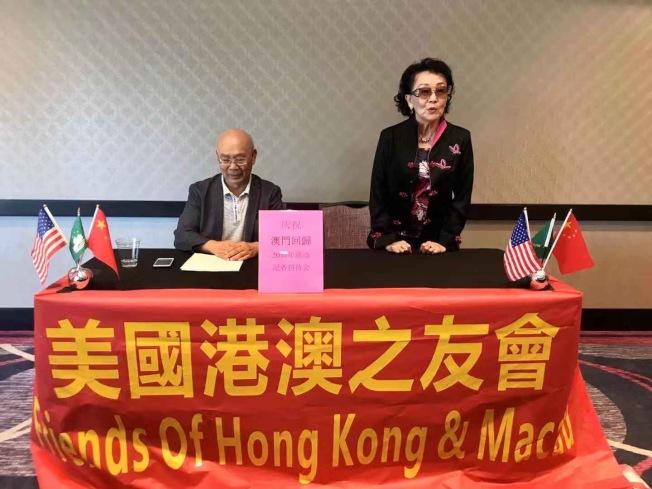 陳燦培(左)與資深僑領張素久。(美國南加州港澳之友會提供)