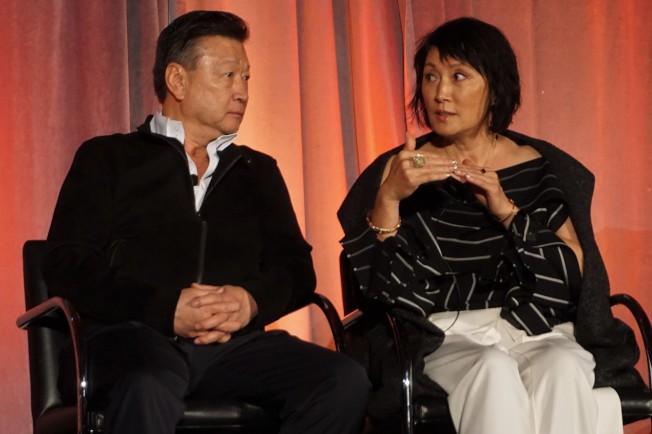 「別告訴她」兩位華裔演員馬泰(左)和林曉杰出席亞美娛樂高峰論壇,談在中國的拍攝和觀眾反饋。(記者馬雲/攝影)