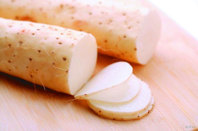 醫師表示,吃當令食材是最健康、最簡單的方式。圖為山藥。(本報資料照片)