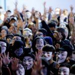 「禁蒙面」滿月 逾千「V煞」示威  警水炮鎮壓逮7人
