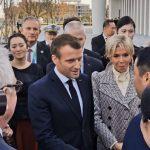 法國總統馬克宏訪華午宴 鞏俐幾乎素顏偕夫出席