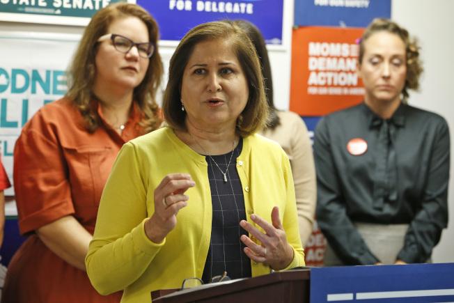 哈希米成為維吉尼亞州參議會的首位穆斯林女性參議員。(美聯社)