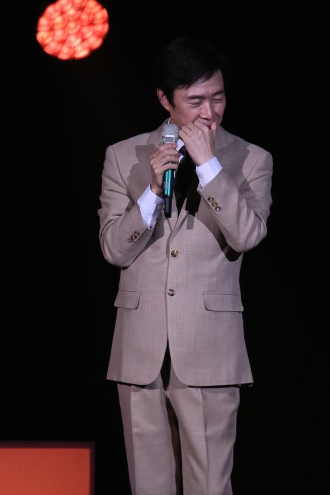 費玉清在台上忍不住哽咽。記者許正宏/攝影