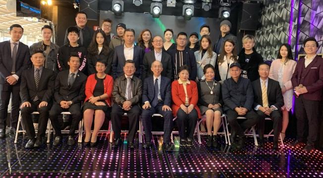 「第八屆超新星全美華人新秀歌唱大賽」與「第二屆超新星全球華人歌唱大賽」啓動,眾多嘉賓出席,前排左五為阮健華。(記者牟蘭/攝影)