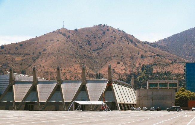 圖為原訂辦APEC峰會的智利聖地牙哥會展中心。 路透