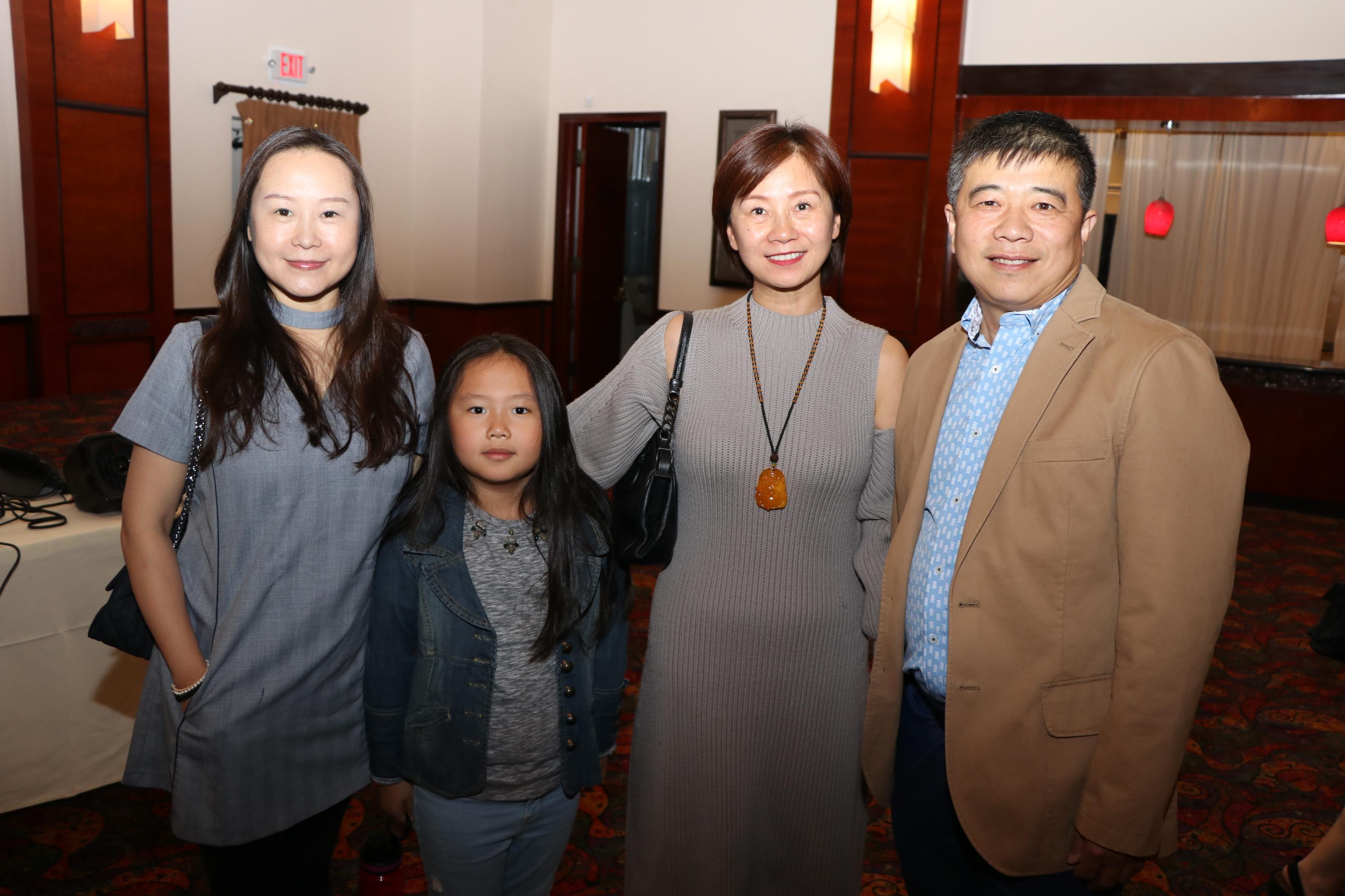 稀飯旅行社負責人李玟嫻與友人前來共襄盛舉。