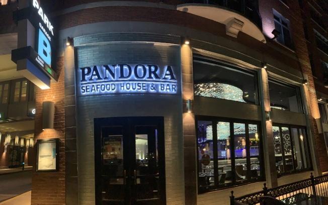 華人朱麗淇、張小斌在洛克維爾市鎮中心開辦的海鮮餐廳「Pandora」,經營數月生意慘淡、賠本數百萬元,去年關門。(記者羅曉媛/攝影)