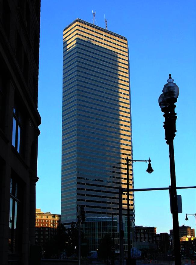 位於波士頓南站附近的杜威廣場One Financial Center是波城第九高的大樓。(取自維基百科)