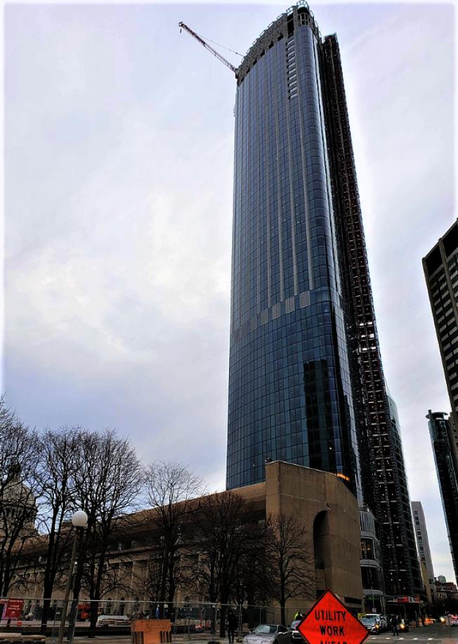 2019年完成的One Dalton St. 摩天大樓742呎,是波城第三高摩天大樓。(取自維基百科)