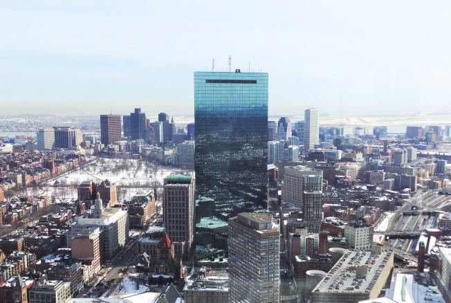 1976年建成的漢考克大樓(又稱200 Clarendon St. )至今仍是波士頓最高大樓。(記者唐嘉麗/攝影)