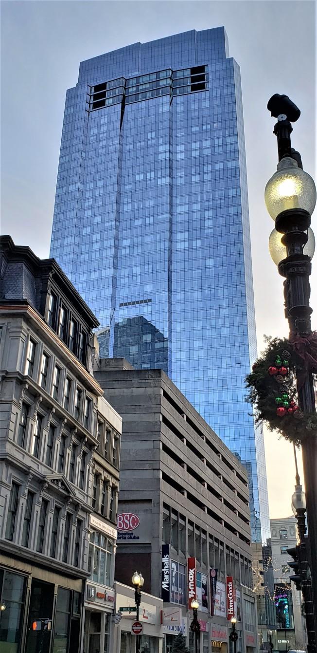 位於Downtown Crossing 的千禧大樓高685呎,現為波城第四高的摩天大廈。(記者唐嘉麗/攝影)