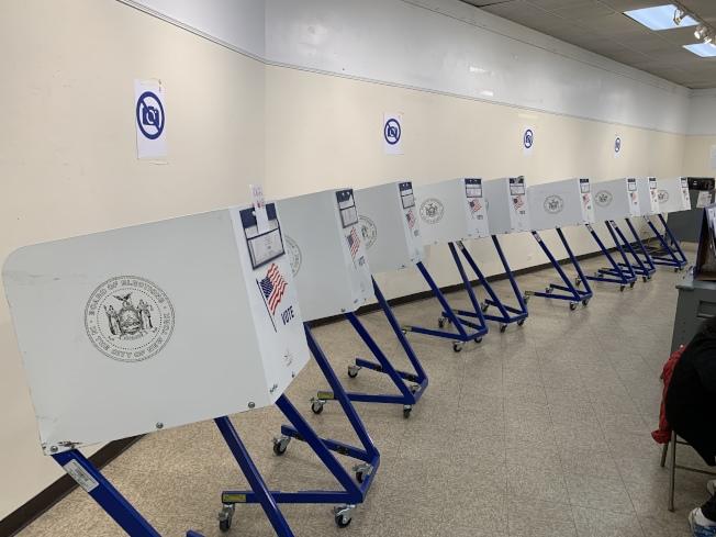 市選舉委員會的數據顯示,全市僅有72萬3462人參加了11月5日的投票,僅占全市470萬活躍註冊選民的15.5%,許多投票站不見人影。(記者和釗宇/攝影)