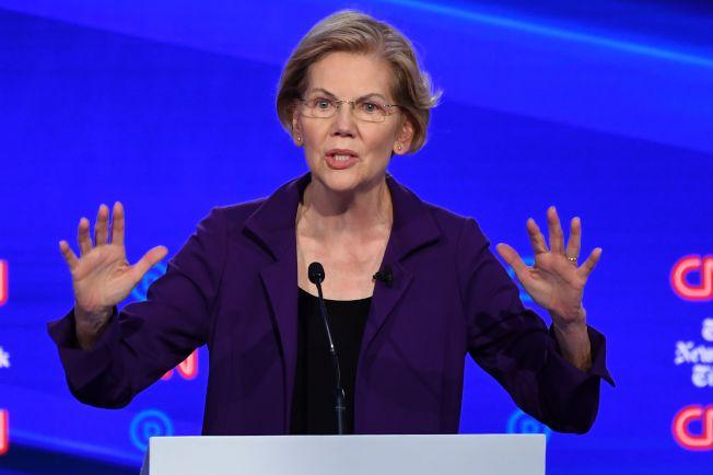 民主黨總統參選人華倫要徵富人稅來支付全民健保,引起億萬富豪比爾蓋茲反彈。(Getty Images)